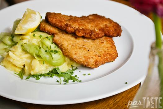 german_pork_schnitzel_potato_salad_Schweineschnitzel_kartoffelsalat
