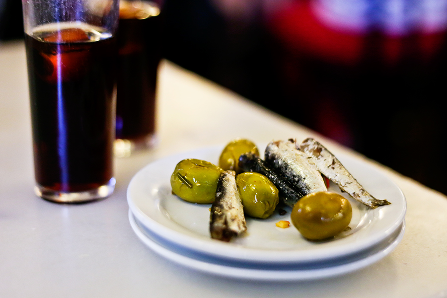 cerveceria_cervantes_anchoas_anchovies_vermut_vermouth_acetunas_olives