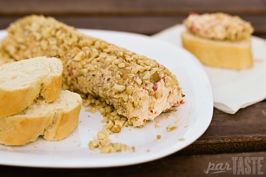 queso_de_cabra_pimiento_piquillo_nueces_walnut_pepper_goat_cheese_log