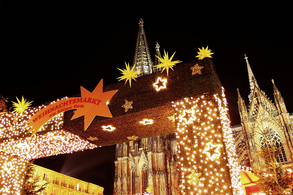 xmas_market_cologne_church